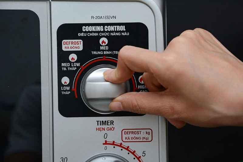 Điều khiển nút vặn có hướng dẫn tiếng Việt dễ thao tác